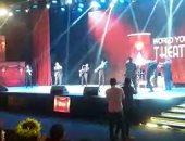 شباب العالم يتفاعلون مع فرقة brass band على مسرح المنتدى.. فيديو