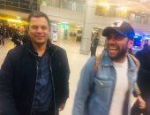 صور.. دانى ألفيس وزوجته عارضة الأزياء جوانا سنن يصلان القاهرة فى جولة سياحية