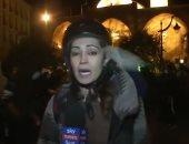 """مراسلة """"سكاى نيوز"""" تتعرض للرشق أثناء تغطية تظاهرات لبنان .. فيديو"""