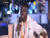 """طالب جنوب السودان """"ضحية التنمر"""": فرحت بالجلوس بجوار الرئيس وأصبحت مشهورا"""