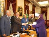 محافظ القاهرة: سلمنا 199 كرسيا متحركا ودراجات بخارية لذوى الاحتياجات خلال عام