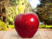تناول تفاحتين يوميا يحافظ على القلب من الكوليسترول الضار