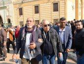أشرف زكي والمخرج علي ادريس وأحمد خالد صالح في جنازة المخرج ياسر زايد