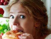 5 عادات سيئة تسبب انتفاخ البطن.. أهمها المشروبات الغازية والأكل قبل النوم