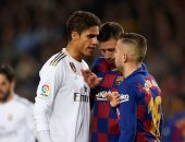 برشلونة ضد الريال.. إيقاف المباراة دقيقتين بعد تهديدات متظاهري تسونامي