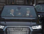 تاكسى ملكى.. الأمير ويليام يقود السيارة بعائلته خلال عودتهم من غداء عيد الميلاد