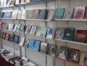 صور.. شاهد فعاليات وأجنحة معرض الأقصر الثاني للكتاب بقصر ثقافة العوامية
