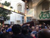 مجلس الزمالك واللاعبون يشيعون جنازة إدارى الفريق بمصطفى محمود.. فيديو وصور