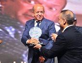 أحمد السقا يصل حفل دير جيست ولطفى لبيب يحصد جائزة تقديرية عن مشواره الفنى