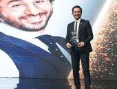 تعرف على رسالة أحمد حلمى بعد فوزه بجائزة أفضل ممثل كوميدى فى الدير جيست