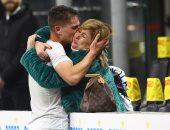صور وفيديو.. دموع الأم وظاهرة القرن الـ21 أحدث روايات كرة القدم داخل انتر ميلان