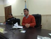 صور.. رئيس مدينة البياضية يبحث خدمات المواطنين وخطط رصف القرى وتوصيل الصرف والغاز