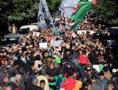 طلاب الجزائر يحتجون من أجل التغيير بعد وفاة قائد الجيش