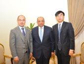 وزير التنمية المحلية يبحث مع شركة صينية توريد أتوبيسات تعمل بالغاز والكهرباء