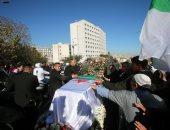رد الجميل.. ثورة جزائرية فى حب قايد صالح خلال تشييع جنازته