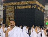 صور.. الأخ الكبير محمد رجب يؤدى مناسك العمرة