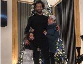 شاهد محمد صلاح يحتفل بالكريسماس مع زوجته وابنته مكة