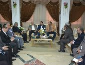 """محافظ جنوب سيناء يلتقى وفد """"المالية"""" لإنهاء إجراءات مشروع التحول الرقمى"""