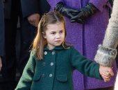 الأميرة شارلوت تحيي الملكة إليزابيث وتخطف القلوب فى احتفال الكريسماس.. صور