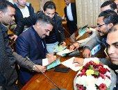 صور.. أيمن عبد التواب يحتفل بإطلاق كتابه الجديد من نقابة المعلمين