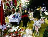 المسلمون والمسيحيون يحرصون على شراء زينة الكريسماس