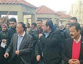 صور .. محافظ الإسكندرية يتفقد أعمال إزالة مخالفات مستأجرى الشواطئ على الكورنيش