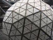 كرة ليلة رأس السنة بتايم سكوير تتزين قبل سقوطها مع بداية 2020 بنيويورك