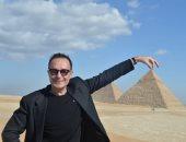 صور.. مايكل كوست يزور الأهرامات بصحبة زاهى حواس وليلى علوى وزينب بشير