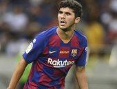 برشلونة يعلن إعارة كارليس ألينيا إلى ريال بيتيس