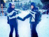 بريانكا شوبرا ونيك جوناس بملابس متطابقة خلال رحلة تزلج.. صور وفيديو