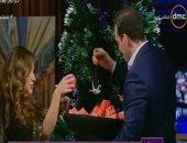 شيرى عادل تزين شجرة الميلاد مع رامى رضوان