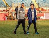 صور.. لاعبو بيراميدز يعاينون ملعب الإسكندرية قبل مواجهة المصرى