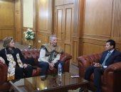 وزير الشباب يلتقى محمود حميدة وصناع الأقصر للسينما لدعم الشباب الأفريقى