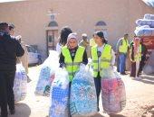توزيع 10 آلاف بطانية على الأسر غير القادرة بأسوان.. صور