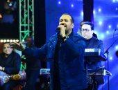 فيديو.. هشام عباس يتألق فى أولى حفلات رأس السنة بكايرو فيستيفال سيتي مول