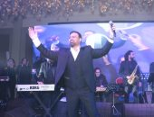 صور.. عاصى الحلانى ونجله يخطفان الأنظار بحفل رأس السنة بمصر الجديدة