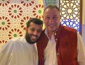 تركى آل الشيخ ينصح لاعبى الأهلى قبل مواجهة صن داونز: المهم قتل المباراة