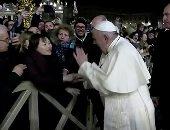 البابا فرنسيس يعتذر عن رد فعله على امرأة جذبته بقوة ليلة عيد الميلاد