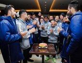 صور.. بيراميدز يحتفل بعيد ميلاد جبر والجباس فى معسكر الحرس