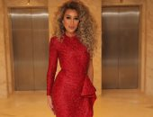 مايا دياب تتألق بفستان أحمر من نيكولا جبران بحفل بالتجمع الخامس