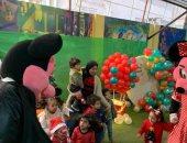 صور .. أطفال يستقبلون العام الجديد بإحدي الحضانات بالعرائس وبابا نويل
