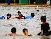 ارتفاع حصيلة ضحايا الفيضانات والانهيارات الأرضية بإندونيسيا إلى 30 قتيلا