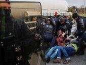 الشرطة الفرنسية تسحل وتعتقل محتجين ضد قانون المعاشات التقاعدية