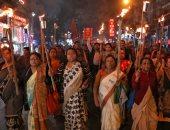 حرق صور رئيس الوزراء الهندى احتجاجا على قانون الجنسية الجديد