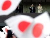 إمبراطور اليابان يحتفل مع آلاف المهنئين بالعام الجديد