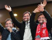 مشجعو ليفربول يرتدون أقنعة يورجن كلوب للتعبير عن سعادتهم بنتائج الفريق