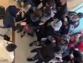 فيديو.. اشتباكات بين محتجين لبنانيين وقوات الأمن داخل أحد المصارف فى صيدا