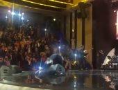 فيديو.. سقوط المطربة التونسية أمينة فاخت على المسرح فى قطر