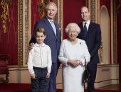 الملكة اليزابيث مع ورثتها الثلاثة فى صورة ملكية رسمية.. اعرف التفاصيل