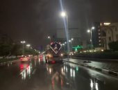 محافظ القاهرة يتفقد شوارع العاصمة فجرا لمتابعة انتشار سيارات شفط الأمطار